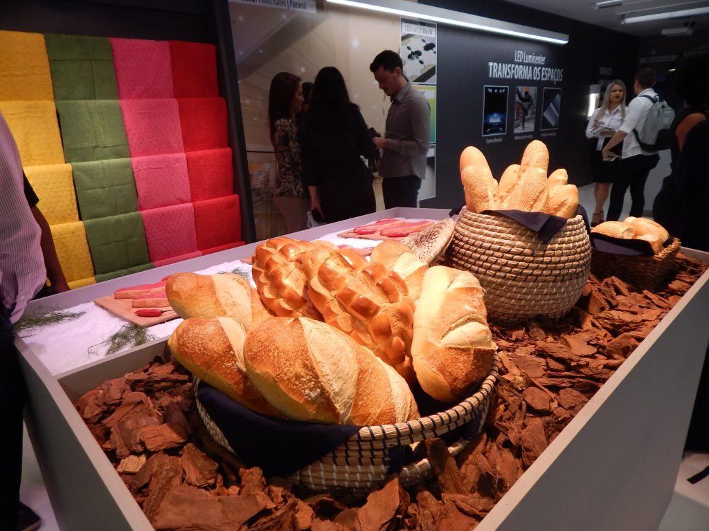 Demonstração de pães com iluminação especial Lumicenter