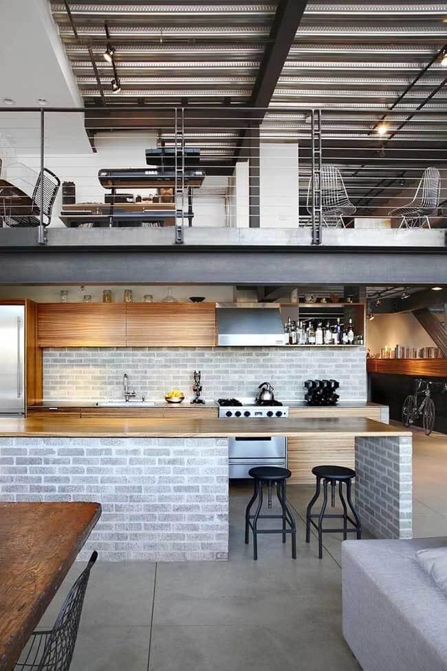 O destaque dessa casa é o telhado de zinco: características primeira dos galpões industriais com estilo industrial