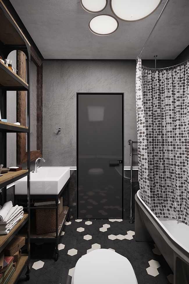 Banheiro de estilo industrial com banheira